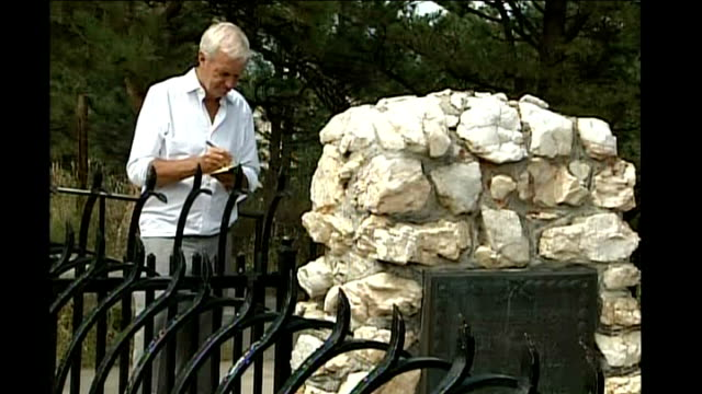 plaque marking grave of william f cody itn reporter next gravestone - 飾り板点の映像素材/bロール