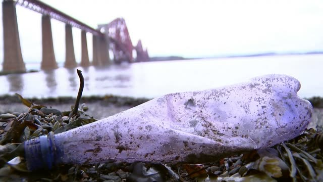 plastic bottle deposit scheme to be introduced by government; t09021748 / tx scotland: fife: ext various of plastic bottles and containers on... - fluss firth of forth stock-videos und b-roll-filmmaterial