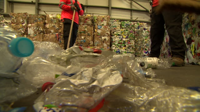 stockvideo's en b-roll-footage met plastic bottles being swept up at recycling centre - afvalverwerking
