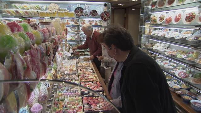 ms pan plastic food store, tokyo, japan - japan stock-videos und b-roll-filmmaterial