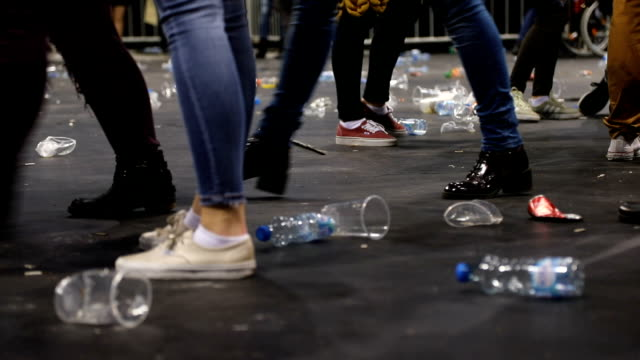 plastic glasses on the floor after the concert - rubbish stock videos & royalty-free footage
