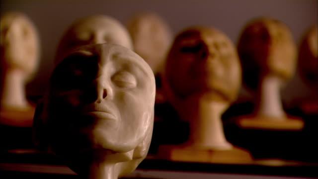 plastic head - mellanstor grupp av objekt bildbanksvideor och videomaterial från bakom kulisserna