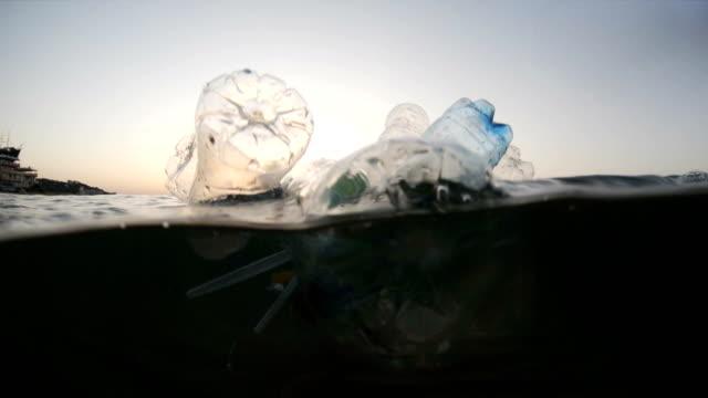 stockvideo's en b-roll-footage met kunststof vervuiling op zee - materiaal