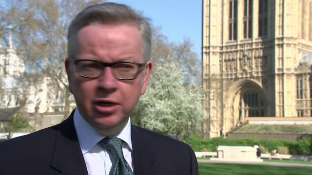 theresa may announces proposed ban on range of plastic products england london ext michael gove mp interview sot/ london int various of paper straws... - michael gove stock-videos und b-roll-filmmaterial