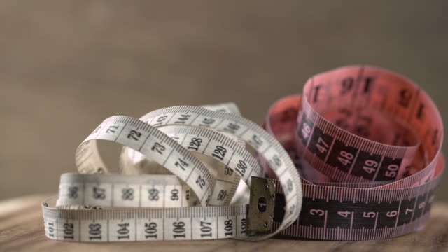vidéos et rushes de ruban à mesurer en plastique (métrique) - tape measure