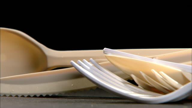 plastic utensils lie in a jumble. - cutlery stock videos & royalty-free footage
