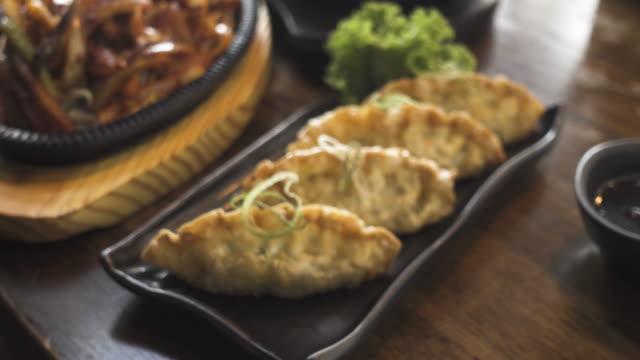おいしい韓国餃子のプレート - 韓国文化点の映像素材/bロール