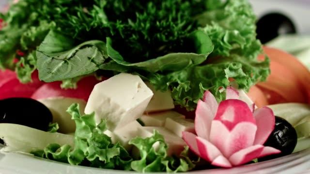 プレート wiith ベジタリアンの軽食 - アブラナ科点の映像素材/bロール