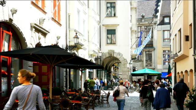stockvideo's en b-roll-footage met platzl square in munich (4k/uhd to hd). - stadsplein