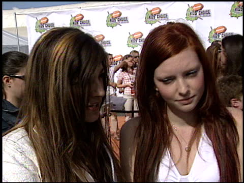 play at the 2003 kids' choice awards at barker hanger in santa monica california on april 12 2003 - nickelodeon kid's choice awards video stock e b–roll
