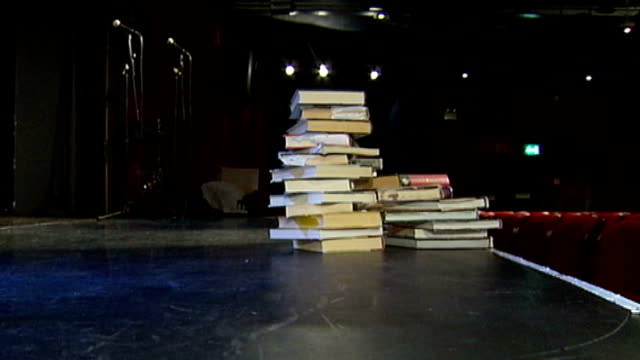 play based on celebrity autobiographies opens in london; england: london: 'celebrity autobiography' backdrop on stage pile of celebrity... - 俳優 ロジャー・ムーア点の映像素材/bロール
