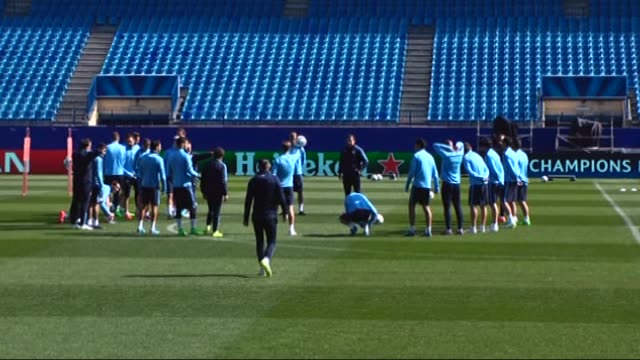 players of atletico madrid train during the atletico madrid's training session ahead of bayer leverkusen return match at the vicente calderon stadium... - ゴールを狙う点の映像素材/bロール