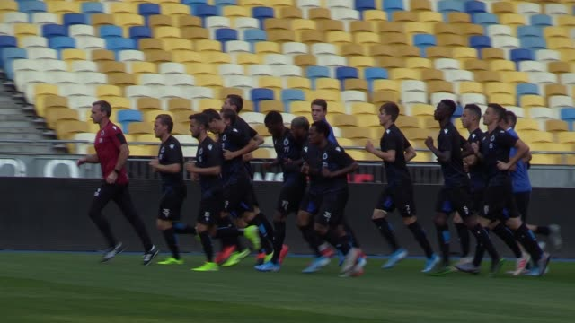 players of club brugge attend a trainning session on the nsc olimpiyskiy stadium in kiev, ukraine,on 12 august 2019. club brugge will face dynamo... - leg press stock videos & royalty-free footage