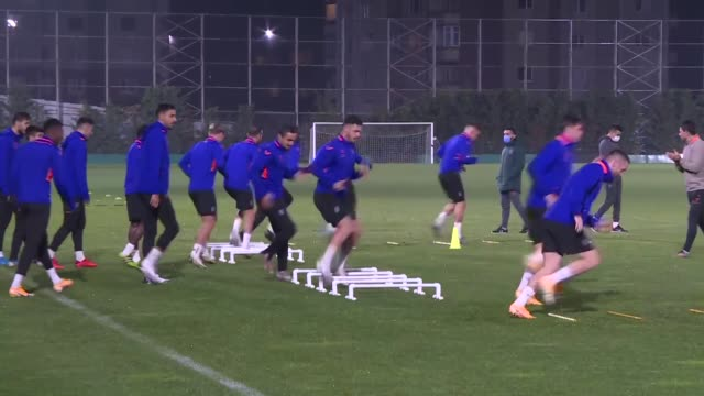 vidéos et rushes de players of medipol basaksehir attends a training session on november 03, 2020 for a match against manchester united which will be held on november 04... - s'entraîner