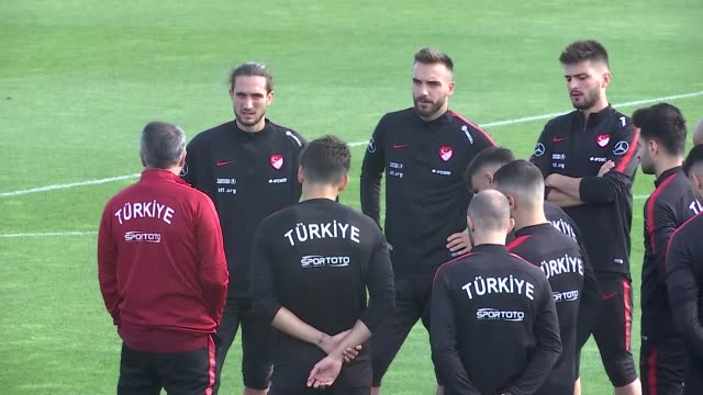 vídeos y material grabado en eventos de stock de players of turkey national football team attend a training session ahead of uefa euro 2020 qualifying group h group match against france at turkish... - senol guenes