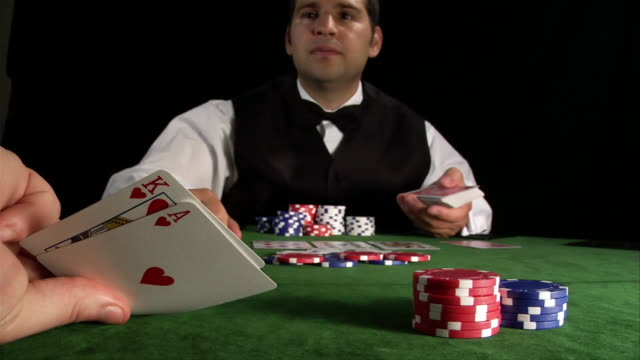 vídeos de stock, filmes e b-roll de player's point of view looking at big slick hand in game of texas hold'em / dealer - texas hold 'em
