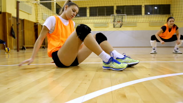players stretching - allarme di prova video stock e b–roll
