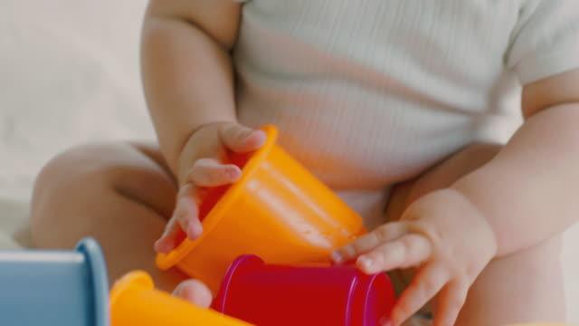 playful baby - endast en pojkbaby bildbanksvideor och videomaterial från bakom kulisserna