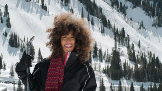 vídeos de stock e filmes b-roll de playful woman in winter mountain snow - afro americano