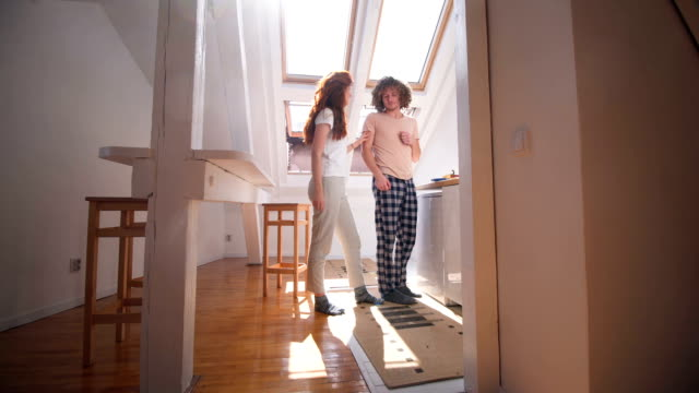 playful young couple in pajamas - 25 29 ans stock videos & royalty-free footage