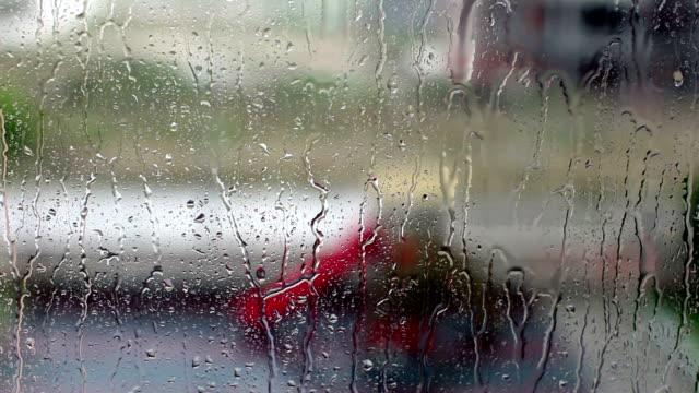 vidéos et rushes de terrain de jeux à jets de pluie - balançoire