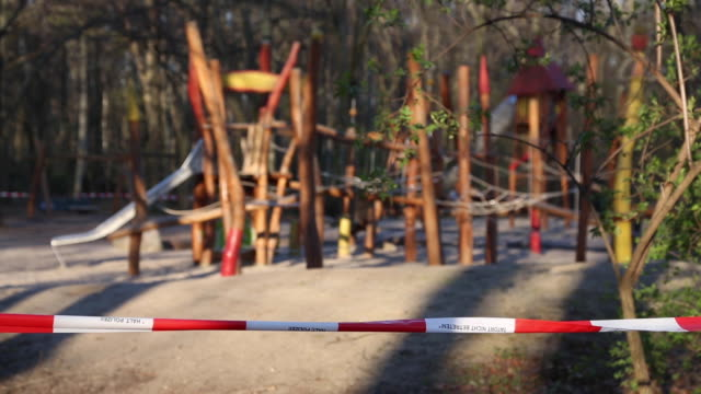 a playground shut down by the police is seen during the coronavirus pandemic crisis on march 23 2020 in berlin germany the coronavirus and the... - kinderspielplatz stock-videos und b-roll-filmmaterial