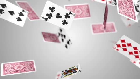 spielkarten fallenden zeitlupe - poker stock-videos und b-roll-filmmaterial