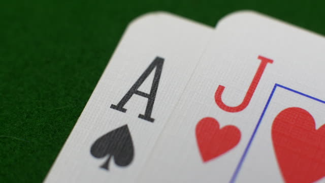 playing cards in a game of blackjack/pontoon/twenty-one/vingt-et-un - blackjack video stock e b–roll