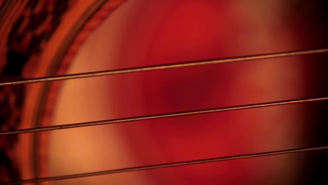 vídeos y material grabado en eventos de stock de tocando la guitarra - rock moderno