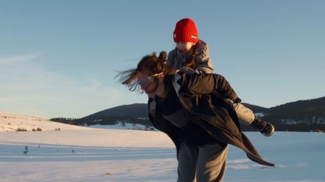 stockvideo's en b-roll-footage met spelen in de sneeuw - activiteit