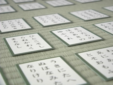 playing japanese card game close-up - 日本語の文字点の映像素材/bロール