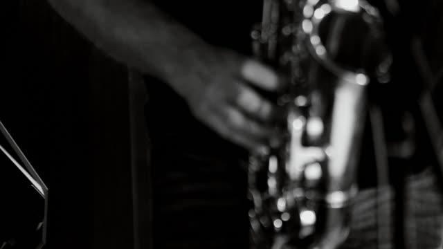 playing live jazz concert: saxophone - viraggio monocromo video stock e b–roll
