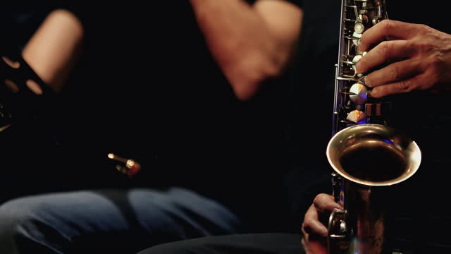 vídeos y material grabado en eventos de stock de concierto de jazz en directo: saxofón - imagen virada