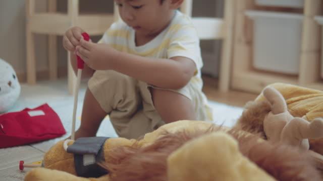 vídeos de stock, filmes e b-roll de jogar faça crer - quarto de bebê