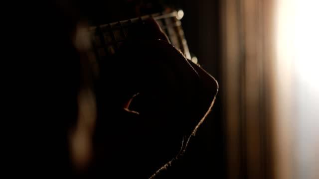 perfekten akkord zu spielen - country musik stock-videos und b-roll-filmmaterial