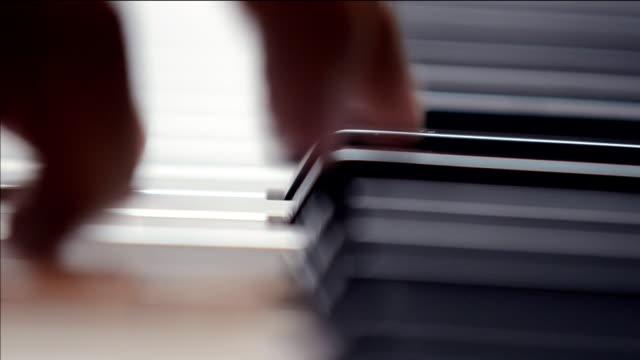 vídeos y material grabado en eventos de stock de tocando piano - piano
