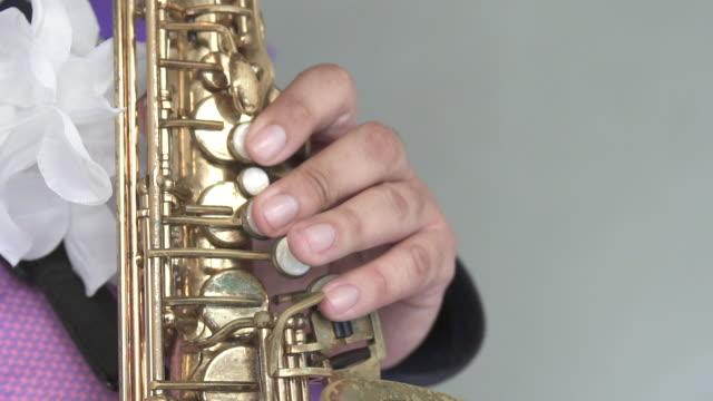 stockvideo's en b-roll-footage met sax spelen - saxofonist