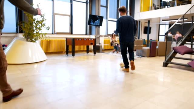 vídeos de stock e filmes b-roll de playing soccer at office - degraus e escadas