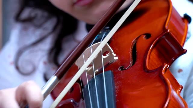 Viola spielt