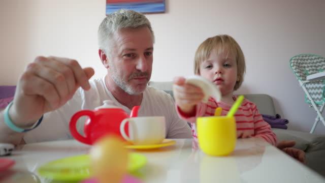 vídeos de stock, filmes e b-roll de jogo com jogo de chá - tea party
