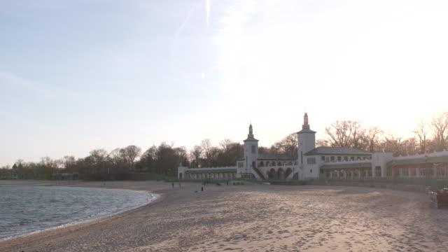 vídeos y material grabado en eventos de stock de playland beach, rye, ny.  wide pan - vector
