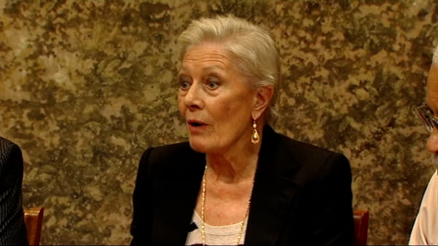 Interview Vanessa Redgrave on 'Driving Miss Daisy' London INT Vanessa Redgrave interview SOT sometimes you have to help Shots of reporter with...