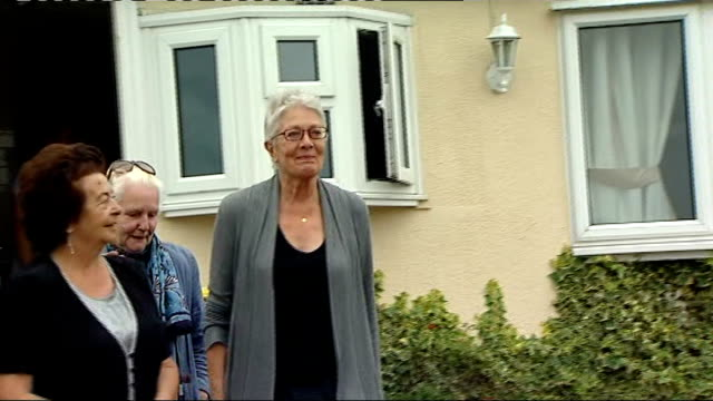 Interview Vanessa Redgrave on 'Driving Miss Daisy' R30081105 Essex Basildon Dale Farm EXT Vanessa Redgrave with the travellers of Dale Farm who are...