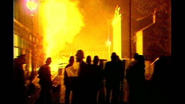 vídeos de stock, filmes e b-roll de 'sucker punch' s29031001 england london brixton ext various shots of riot police officers at scene of brixton riots facing fires burning barricades... - brixton