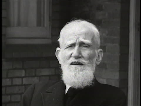 vídeos y material grabado en eventos de stock de playwright george bernard shaw says the secret to a happy life is to do what one likes all the time. - guionista