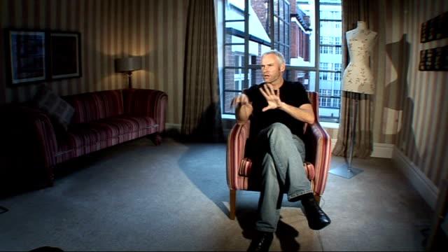 vídeos y material grabado en eventos de stock de playwright martin mcdonagh interview; england: london: int martin mcdonagh interview sot - discusses writing and directing film, 'in bruges' - guionista