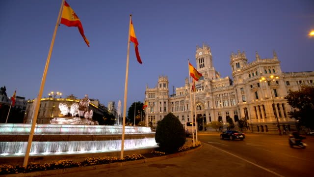 vidéos et rushes de plaza de la cibeles à madrid - spain