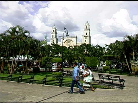vídeos y material grabado en eventos de stock de plaza en mérida méxico - mérida méxico