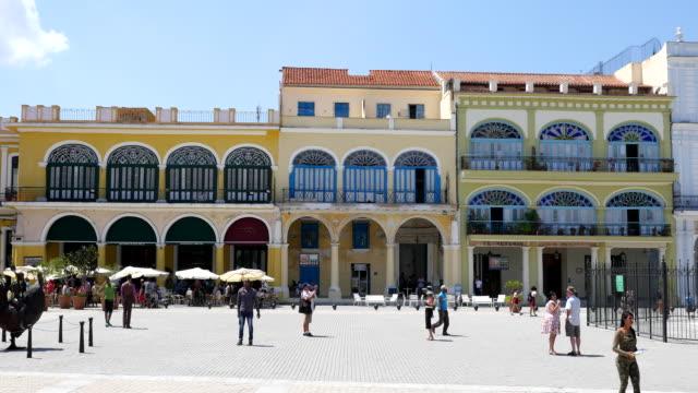 plaza vieja, havana, cuba - städtischer platz stock-videos und b-roll-filmmaterial