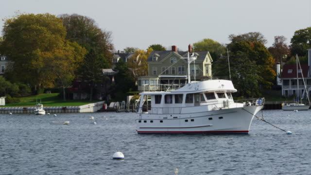 stockvideo's en b-roll-footage met pleasure boat in harbor of newport rhode island - voor anker gaan